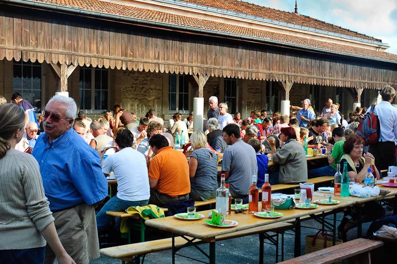 Das große wöchendliche Essen / Innenhof